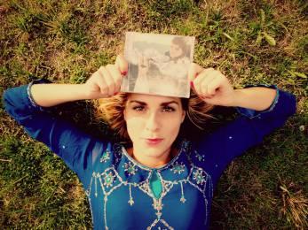 "Album d'Ayla ""Seule/Alone"""